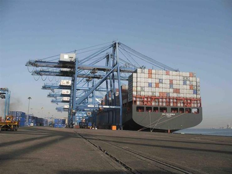 استمرار حركة الملاحة بميناء دمياط بعد تحسن حالة الطقس