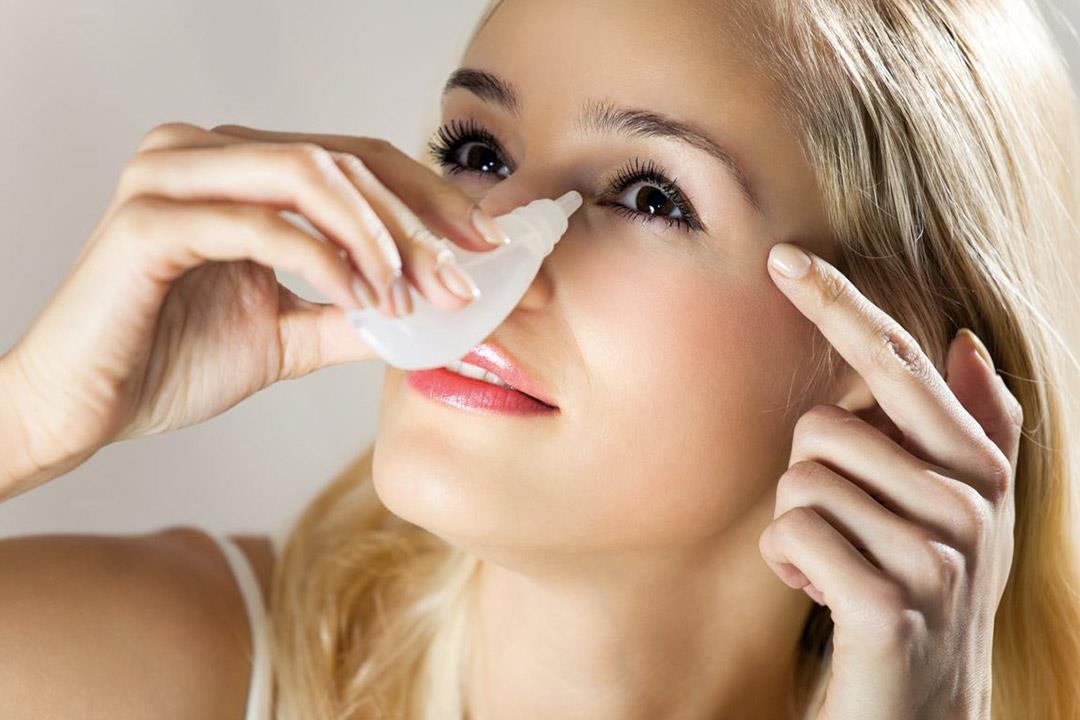 الإفراط في  استخدام قطرات العين قد يؤدي إلى التدخل الجراحي.. كيف ذلك؟