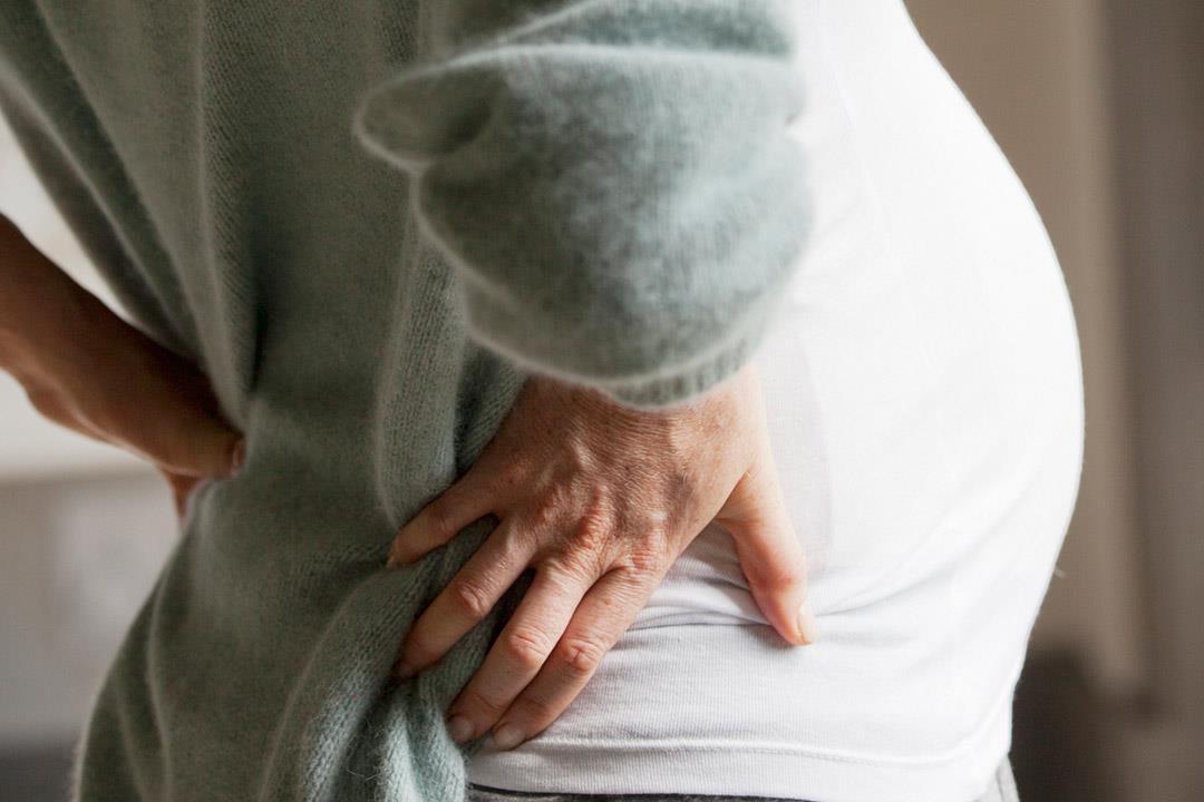كيف يؤثر الحمل على العمود الفقري؟