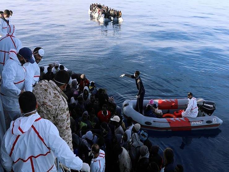 البحرية الفرنسية تحتجز 16 مهاجرا كانوا في طريقهم إلى بريطانيا