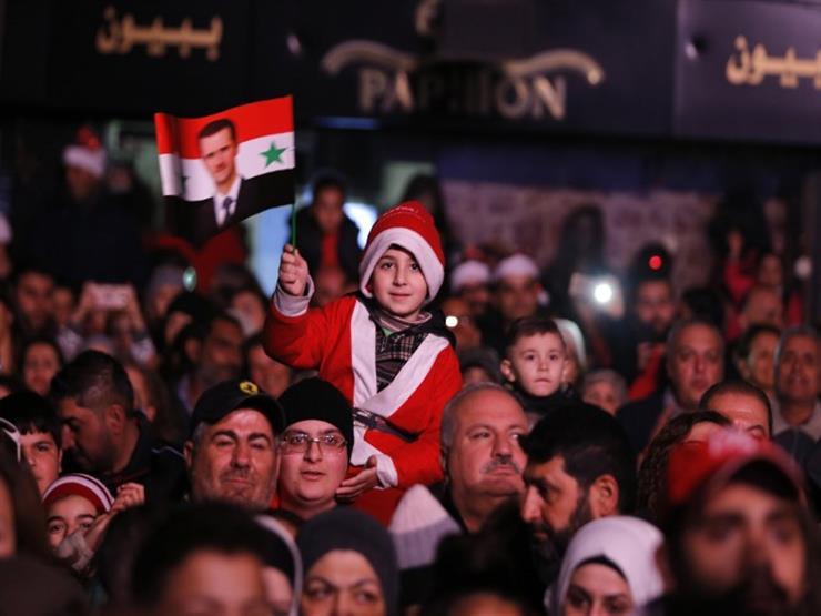 العالم في صور: السوريون يحتفلون بعيد الميلاد في العاصمة.. وتسونامي يضرب إندونيسيا