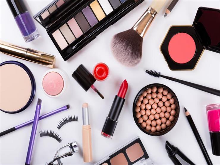 دراسة: المواد الكيميائية بمستحضرات التجميل تعجل بلوغ الإناث