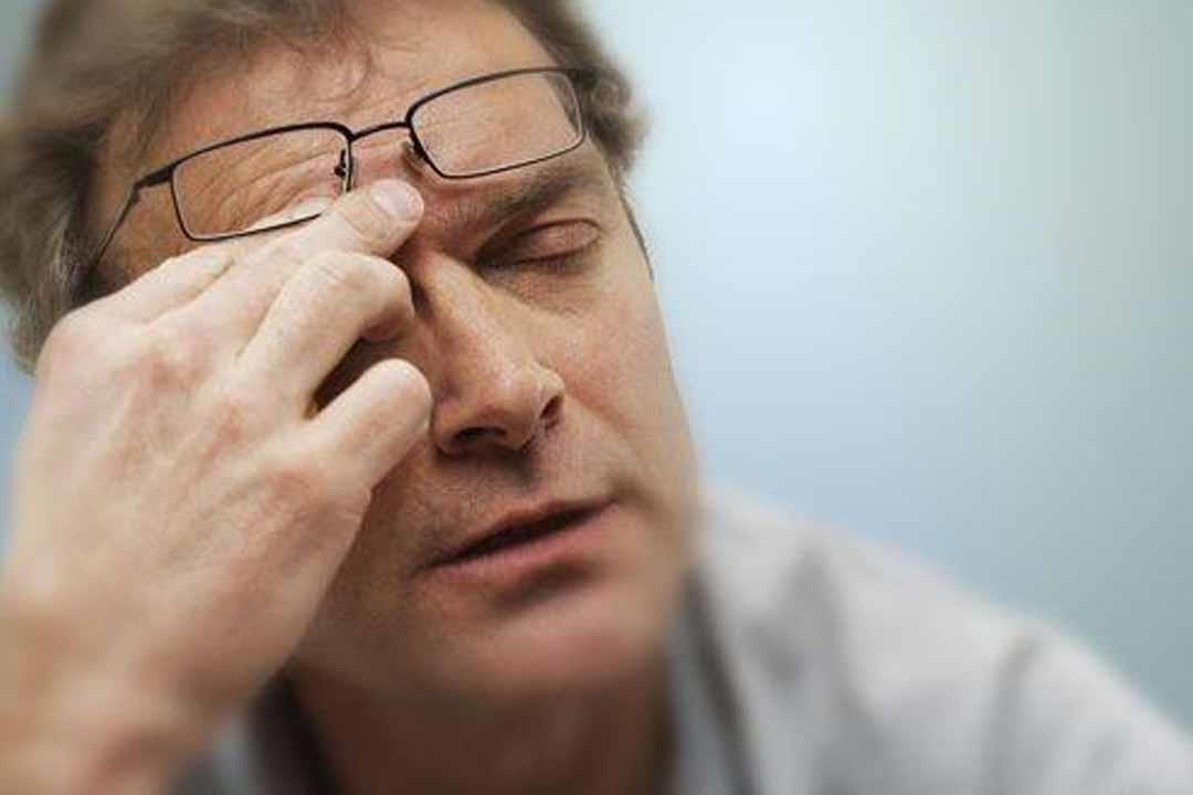 العين تصاب بالصداع أيضًا.. أسباب وعلاج الشقيقة الشبكية