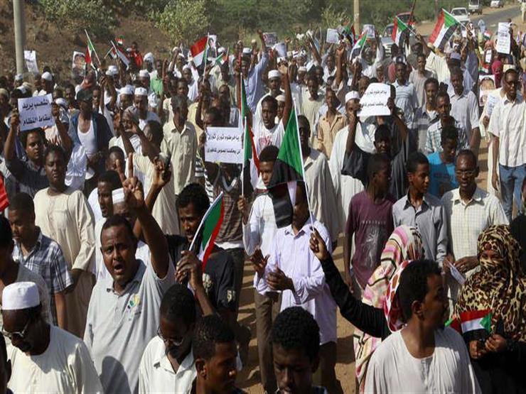 """""""جيشنا معنا"""".. البشير يواجه أكبر موجة احتجاج في ذكرى سقوط النميري"""