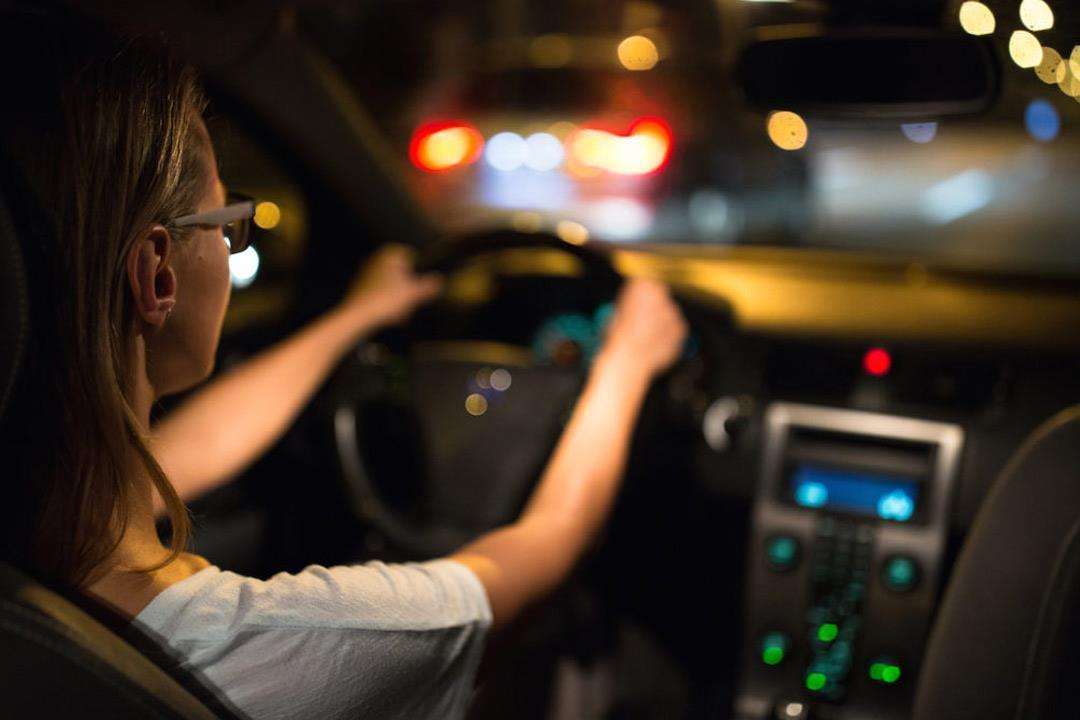 هل نظارات القيادة الليلية آمنة؟