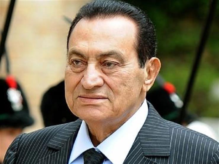 """""""ماشي على رجليه"""".. أول ظهور للرئيس الأسبق مبارك في قضية """" اقتحام السجون"""""""