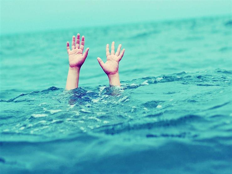 منها عدم السباحة حول المراكب الراسية.. 9 قواعد لسلامة الأطفال