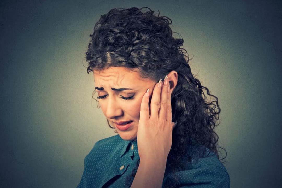 هل سماع طنين في الأذن مؤشر خطر؟