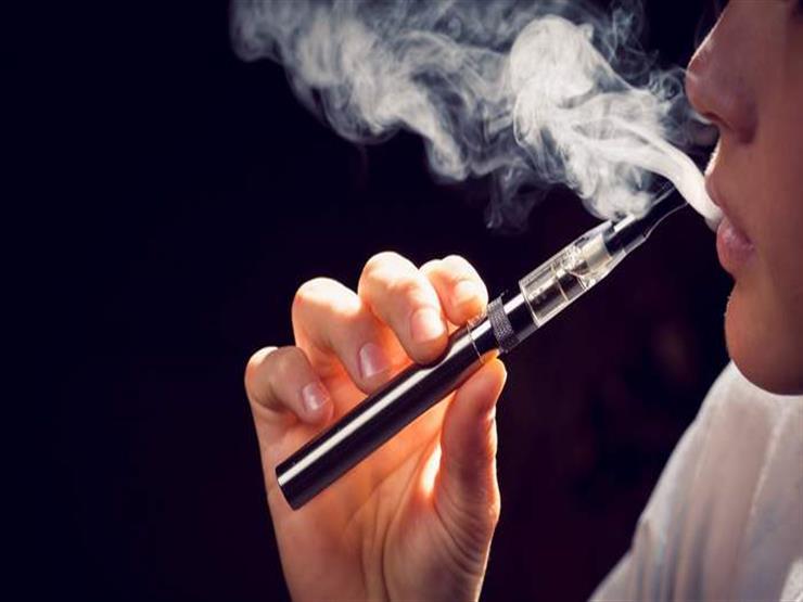 تهددك بأمراض مزمنة.. مخاطر جديدة للسجائر الإلكترونية
