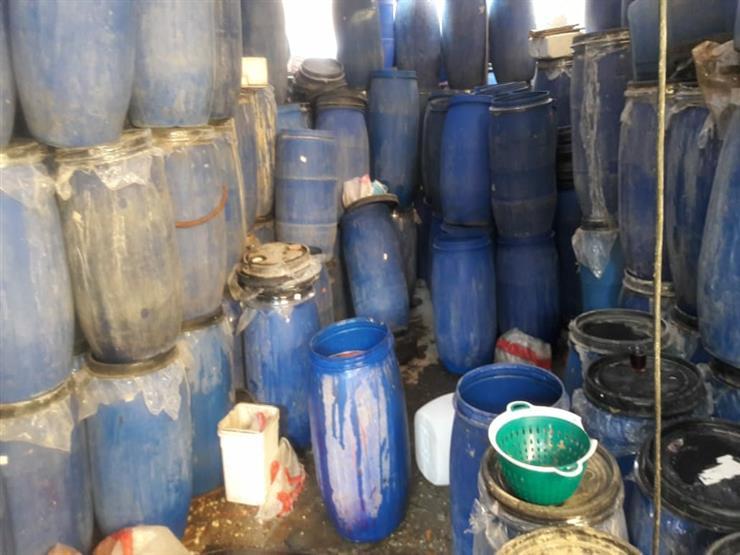 ضبط 15 طن مخللات فاسدة داخل مصنع في أكتوبر