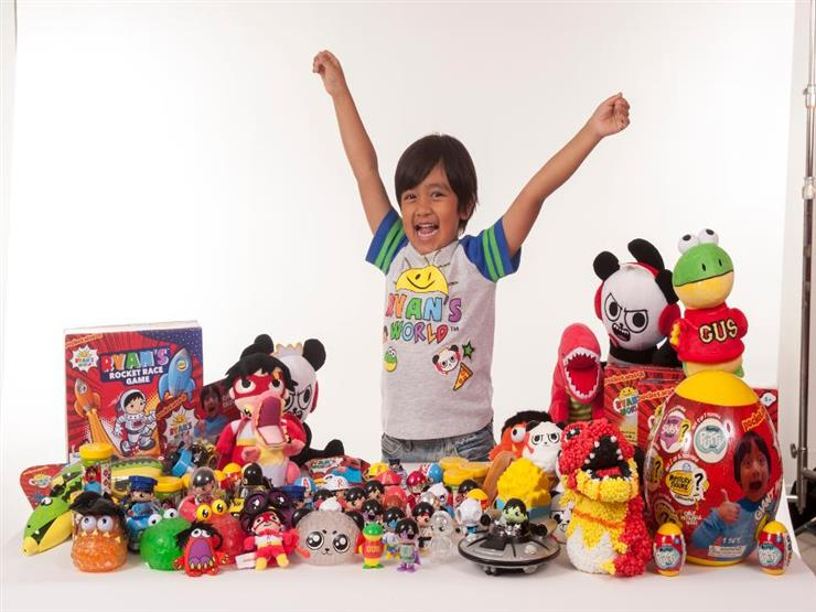 طفل يبلغ 8 سنوات يجمع ثروة تقدر بـ22 مليون دولار من داخل بيته