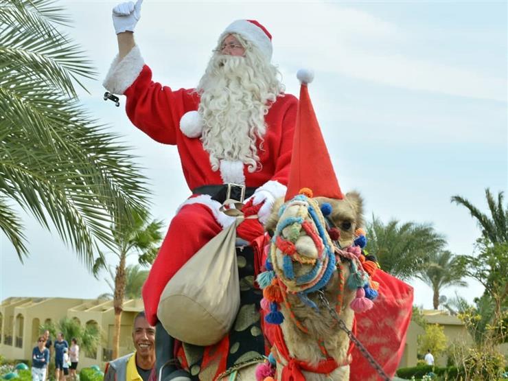 """من بلجيكا إلى """"مرسى علم"""".. """"بابا نويل"""" يدعم السياحة المصرية"""