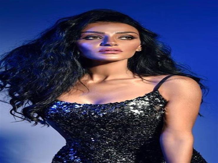 هبة الأباصيري تقدم حفلي عمرو دياب وتامر حسني في شرم الشيخ