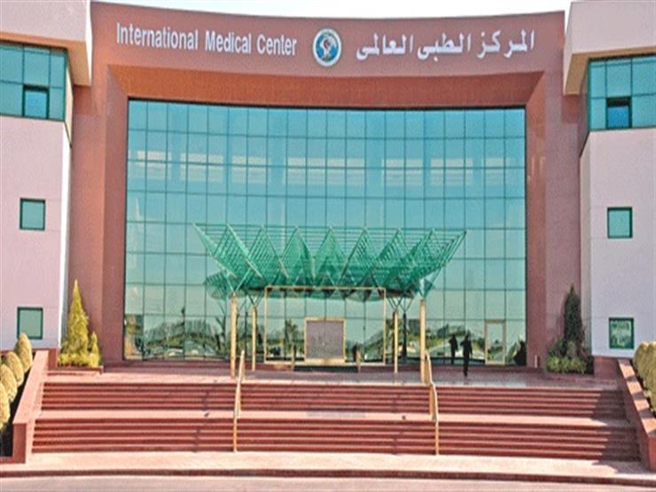 المركز الطبي العالمي يستضيف خبيرًا فى جراحة العيون