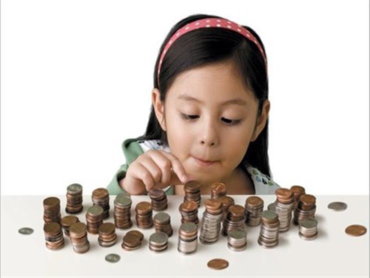 في 5 خطوات.. كيف تعلم طفلك إدارة شؤونه المالية؟