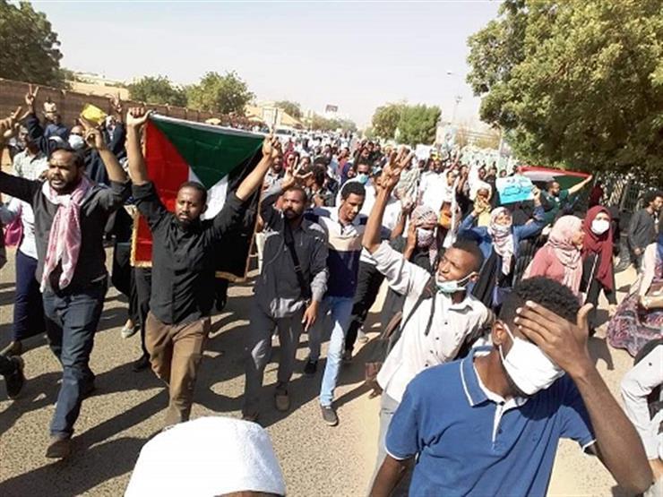 """مقتل متظاهر في السودان.. والبشير يدعو المعارضة إلى """"الديمقراطية"""""""