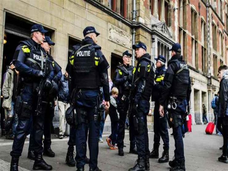 احتجاز رجل في مطار بأمستردام بعد تهديد بوجود قنبلة
