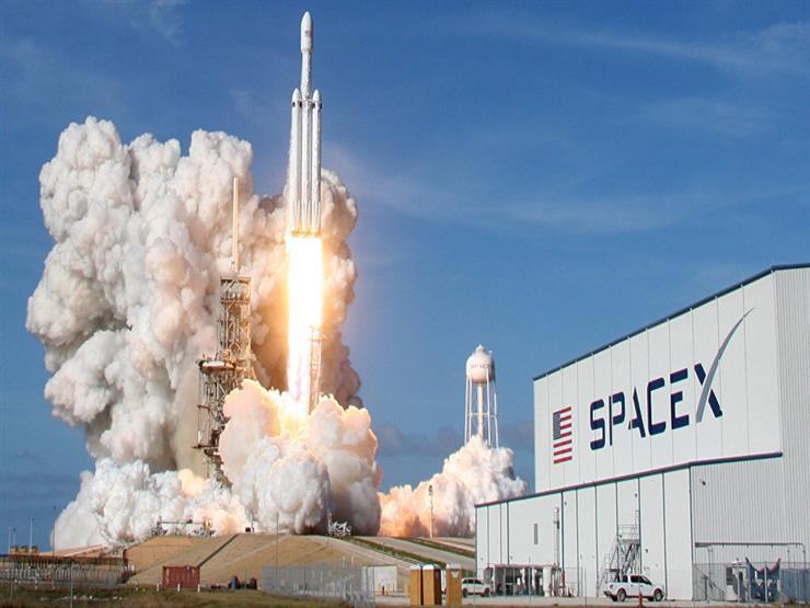 صاروخ إيلون ماسك ينطلق إلى الفضاء حاملا 64 قمرا صناعيا