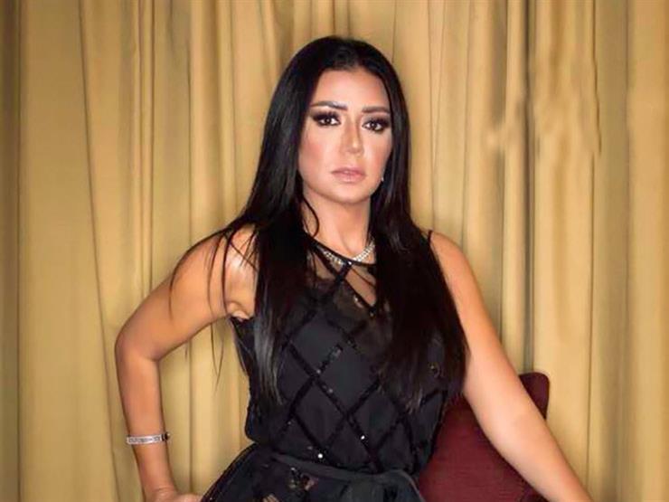 """""""بين تتقطع رقبتها وكلامك يثير الأعصاب"""".. مشادة على الهواء بسبب فستان رانيا يوسف"""