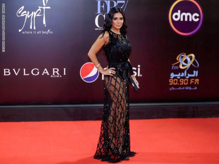 رانيا يوسف تحذف صور فستانها الجرىء من مواقع التواصل الاجتماعي