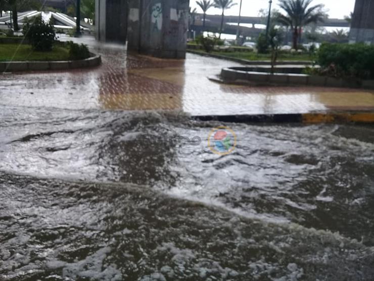 """""""البلاعات ماستحملتش"""".. محافظة القاهرة معلقةً على الأمطار الغزيرة"""