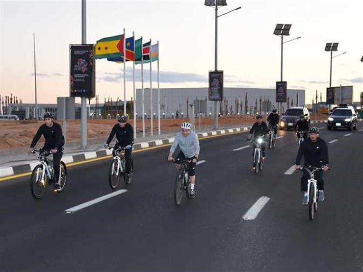 جولة تفقدية للرئيس السيسي بالدراجة الهوائية في شرم الشيخ