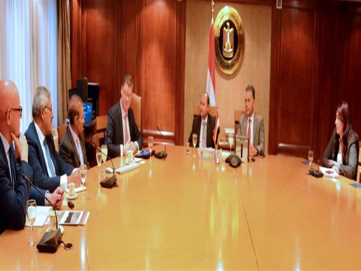 """الحكومة تدرس التعاون مع """"مرسيدس دايملر"""" لتصنيع  الأتوبيسات السريعة في مصر"""