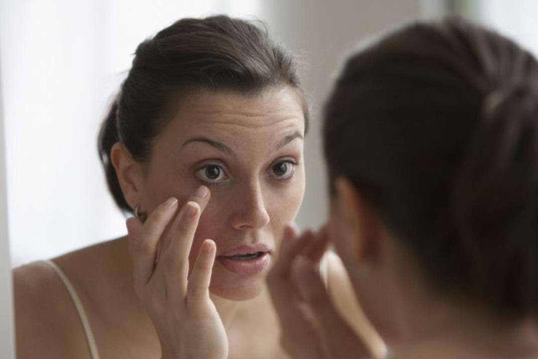 انتبه.. 7 عادات خاطئة تؤدي إلى شيخوخة عينيك
