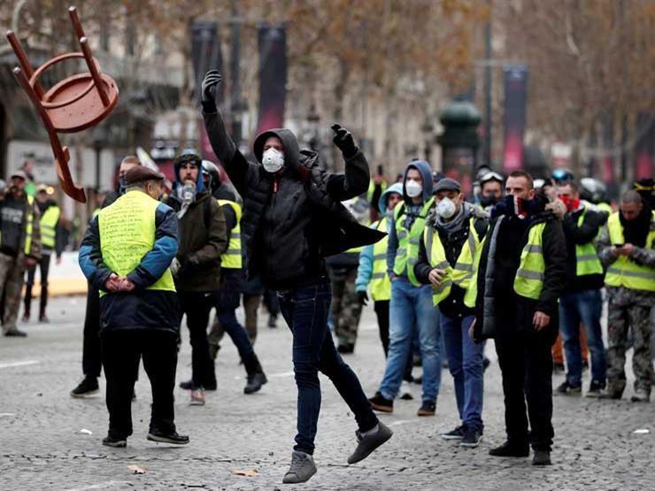 حركة السترات الصفراء تنظم أول احتجاج في فرنسا منذ تخفيف الإغلاق
