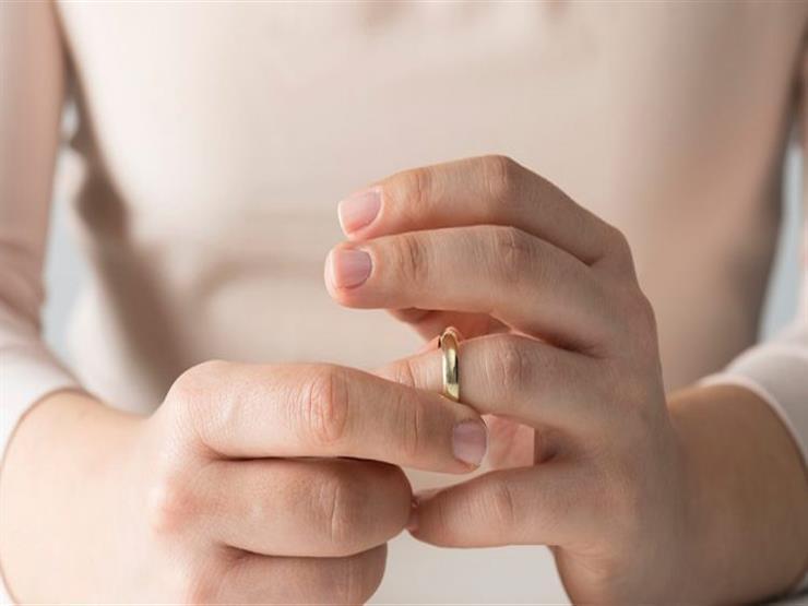 """بعد 3 سنوات زواج.. سماح تطلب الخلع: """"لعب القمار غيره"""""""