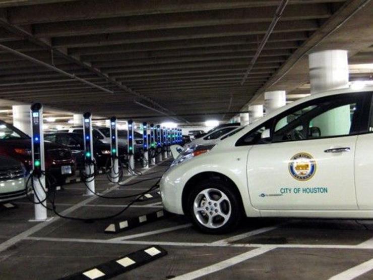 ما شرط جهاز حماية المستهلك للسماح باستيراد السيارات الكهربائية المستعملة؟
