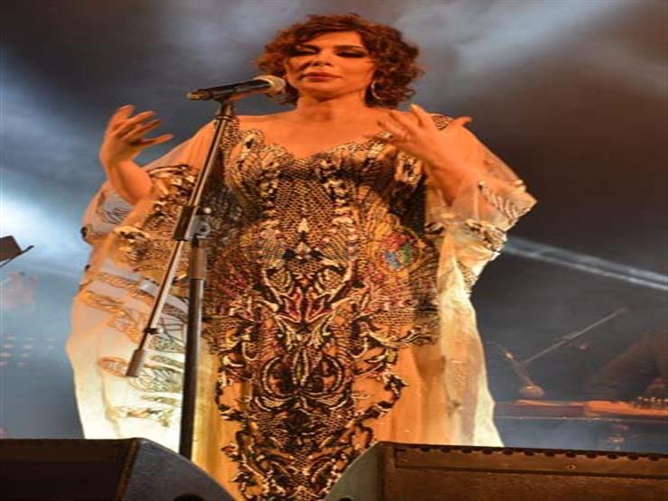 بالفيديو  أصالة تفتتح حفلها بالسعودية بمقطوعة غنائية فلكلورية