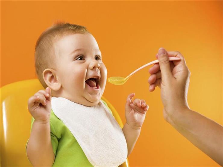 دليلك لإطعام طفلك من الولادة حتى عامه الأول