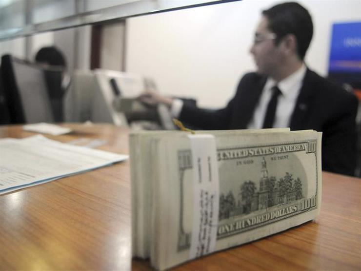 الدولار يرتفع أمام الجنيه في 7 بنوك في التعاملات المسائية