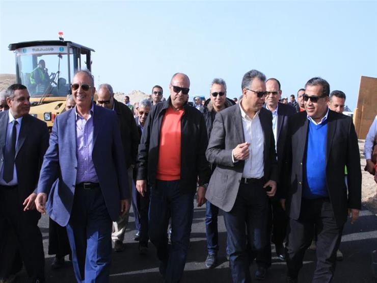 وزير النقل يتفقد مشروعات الطرق والكباري بالبحر الأحمر