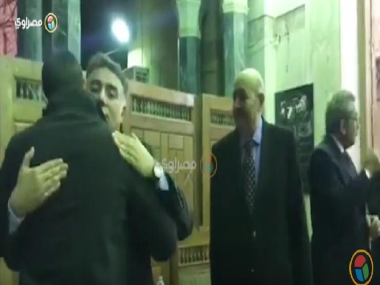 فيفي عبده وكريم عبدالعزيز في عزاء والدة السيناريست تامر حبيب