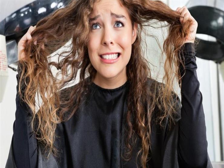 رطب أم جاف.. ما هي أفضل حالة لتصفيف الشعر؟