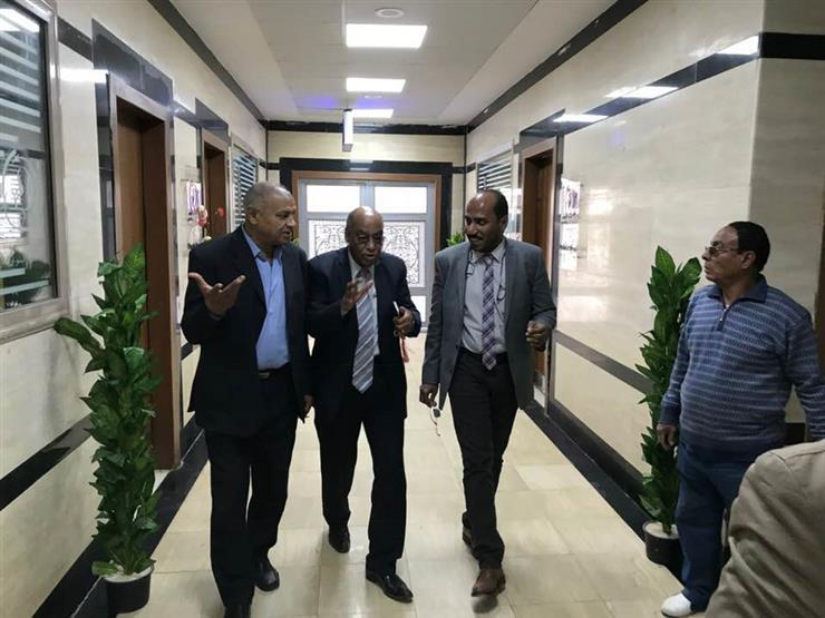 بالصور.. رئيس هيئة قضايا الدولة يطمئن على مرضى مستشفى أسوان ...مصراوى