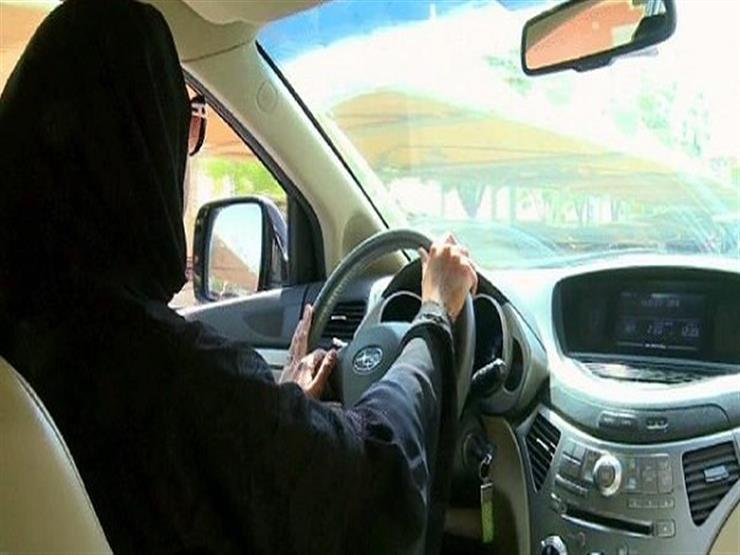 زوج يُجبر زوجته على دفع المال مقابل خروجها معه بالسيارة.. وهكذا ردت
