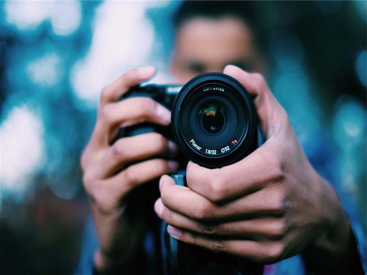 """مصور يُغرّم تعويضاً ويخسر عمله لصور """"غير لائقة"""" في حفل زفاف"""