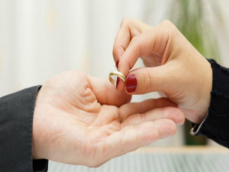 فرض عليها أجرة توصيل.. سيدة في الإمارات تطلب الطلاق من زوجها