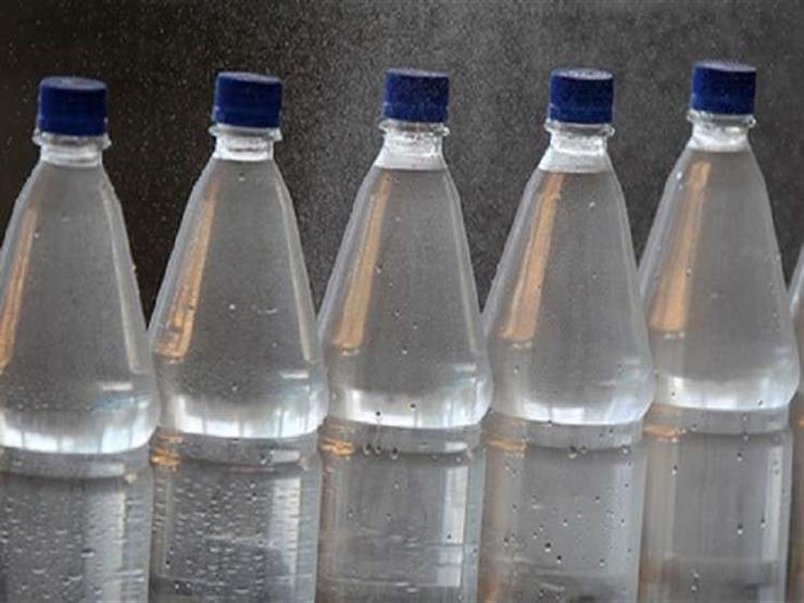 هل تناول المياه في زجاجات بلاستيكية تسبب السرطان؟