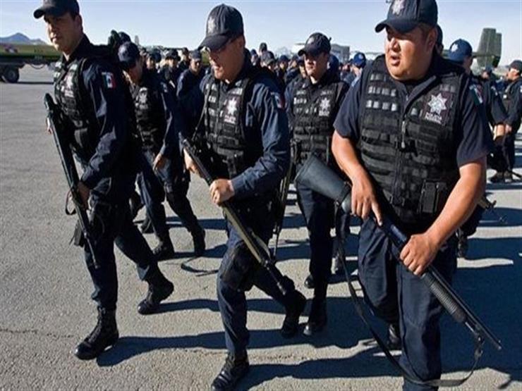 جنود المكسيك ينقذون 103 مهاجركانوا محبوسين بمقطورة