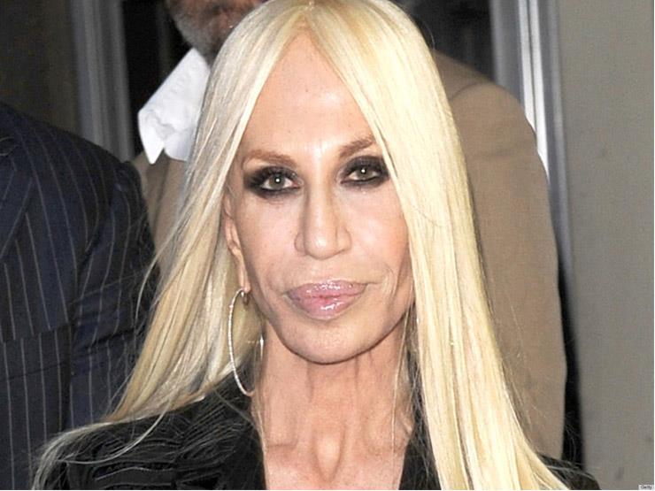 """""""فيرساتشي"""" لن تتخلى عن الشعر الأشقر الذي تظهر به منذ 51 عامًا"""