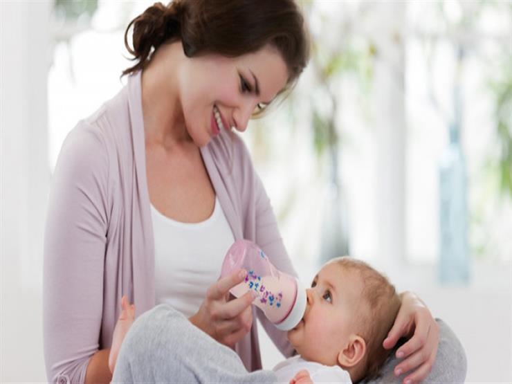 f55f51617 هل اللبن الصناعي بجانب حليب الأم يساعد الطفل على النمو؟   مصراوى