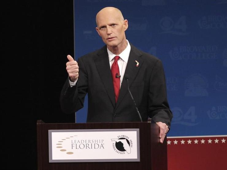 حاكم فلوريدا الجمهوري يوقع تدابير جديدة للرقابة على السلاح لتصبح قانونا