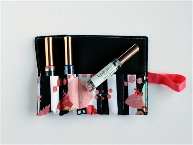 563f6da422a8d نصائح لترتيب حقيبة أدوات التجميل أثناء السفر