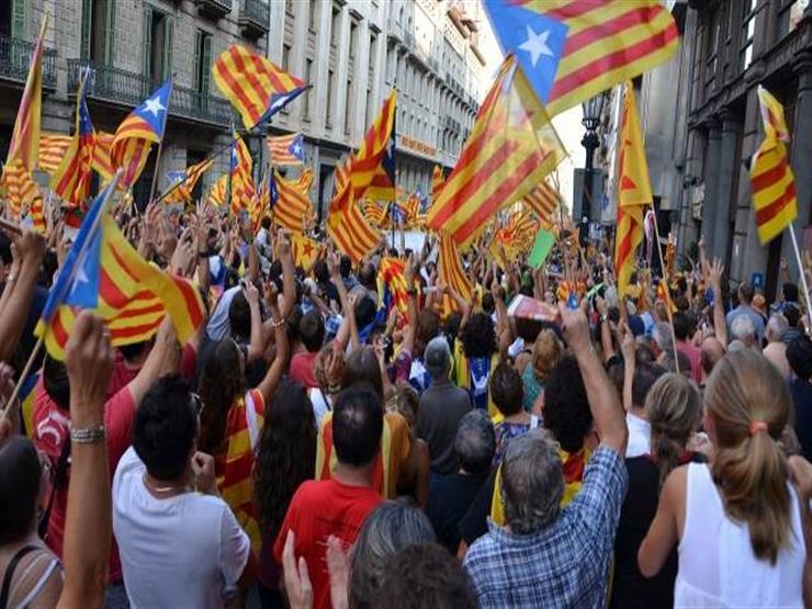 """عشرات آلاف المتظاهرين في برشلونة من أجل """"جمهورية الآن"""" في كتالونيا"""