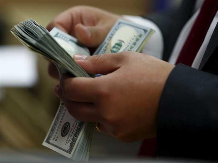الدولار يرتفع أمام الجنيه في 4 بنوك مع بداية التعاملات