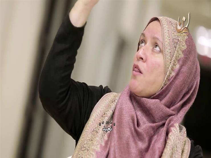 بالفيديو: صماء تحاول أن تقرأ القرآن.. موقف مؤثر!